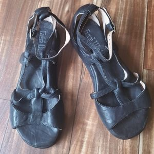 GEE WAWA black sandals